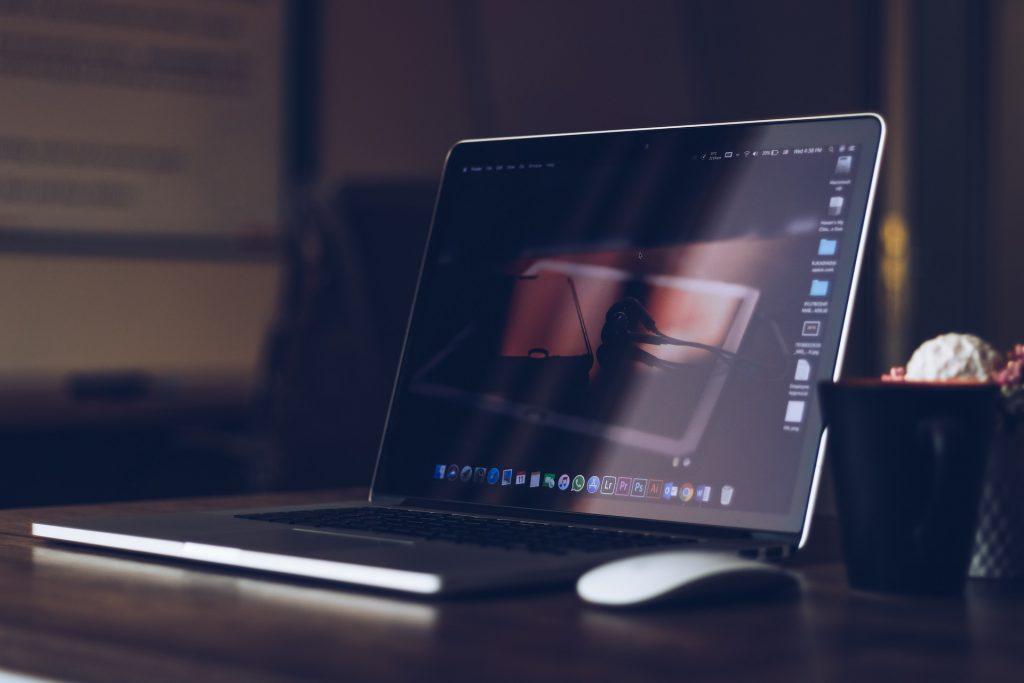 Computadoras (Desktops, Laptops) y sus periferales